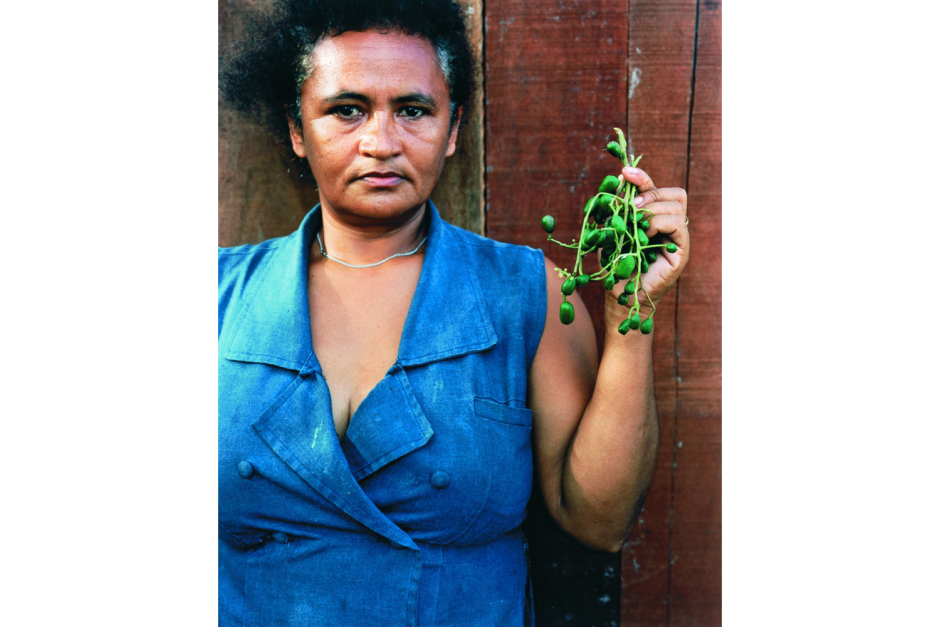 Sharon Lockhart, Maria de Souza with Fruits of the Island
