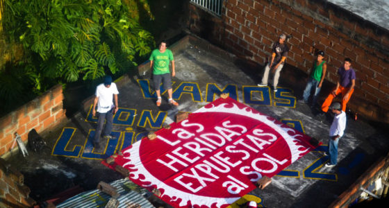 BijaRi, Contando con nosotros (Sing With Us), 2011, rooftop banners/performance
